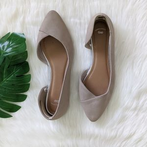 Gap nude pointed tow flats